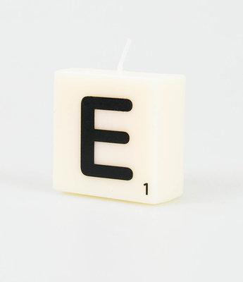 Letter Kaarsje E