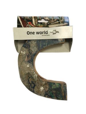 One World Interiors Houten Letter C